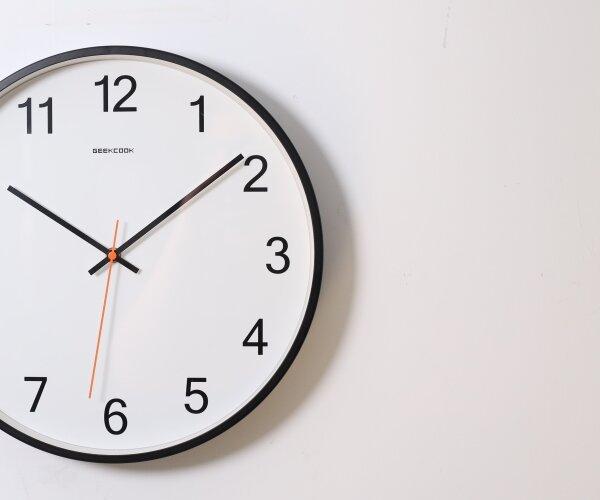 Een klok. Tel de uren af tot Oud & Nieuw